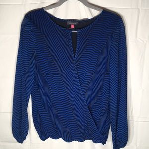 VINCE CAMUTO BLUE STRIPED BLOUSE